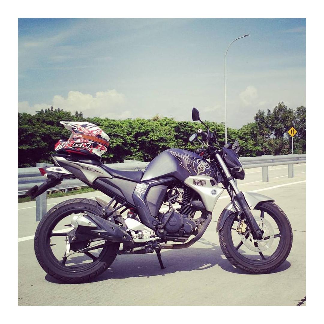 Motor Yamaha Naked Bike Paling Laris